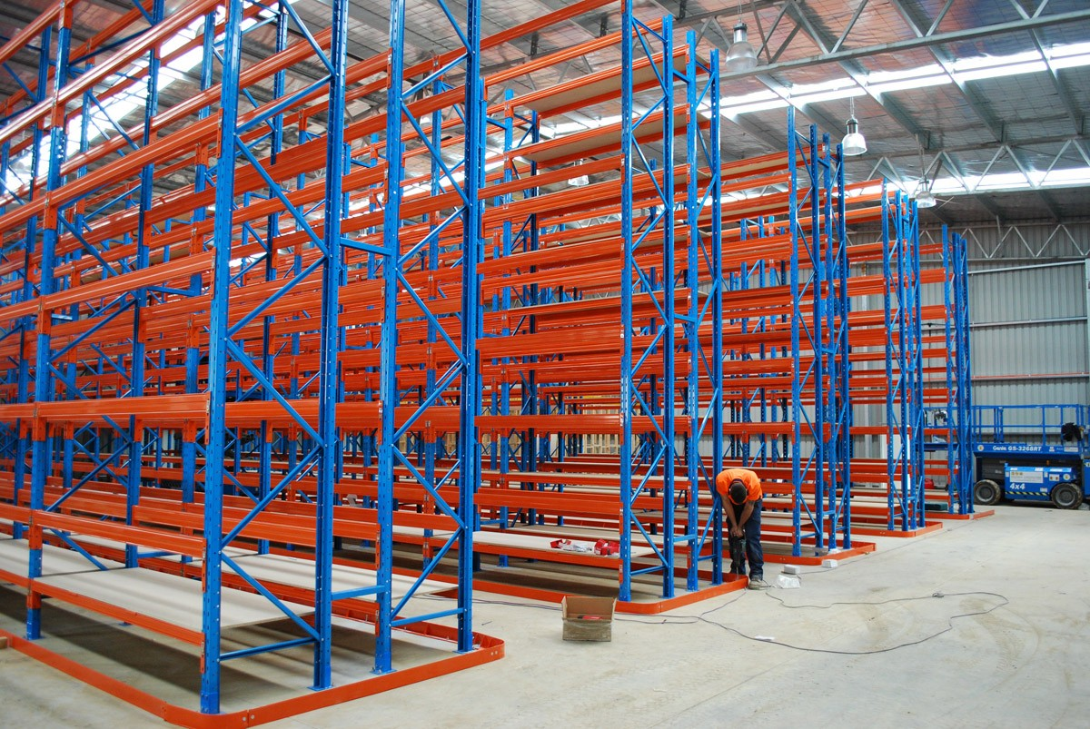 Erect a rack narrow aisle 8 for Warehouse racking layout software free