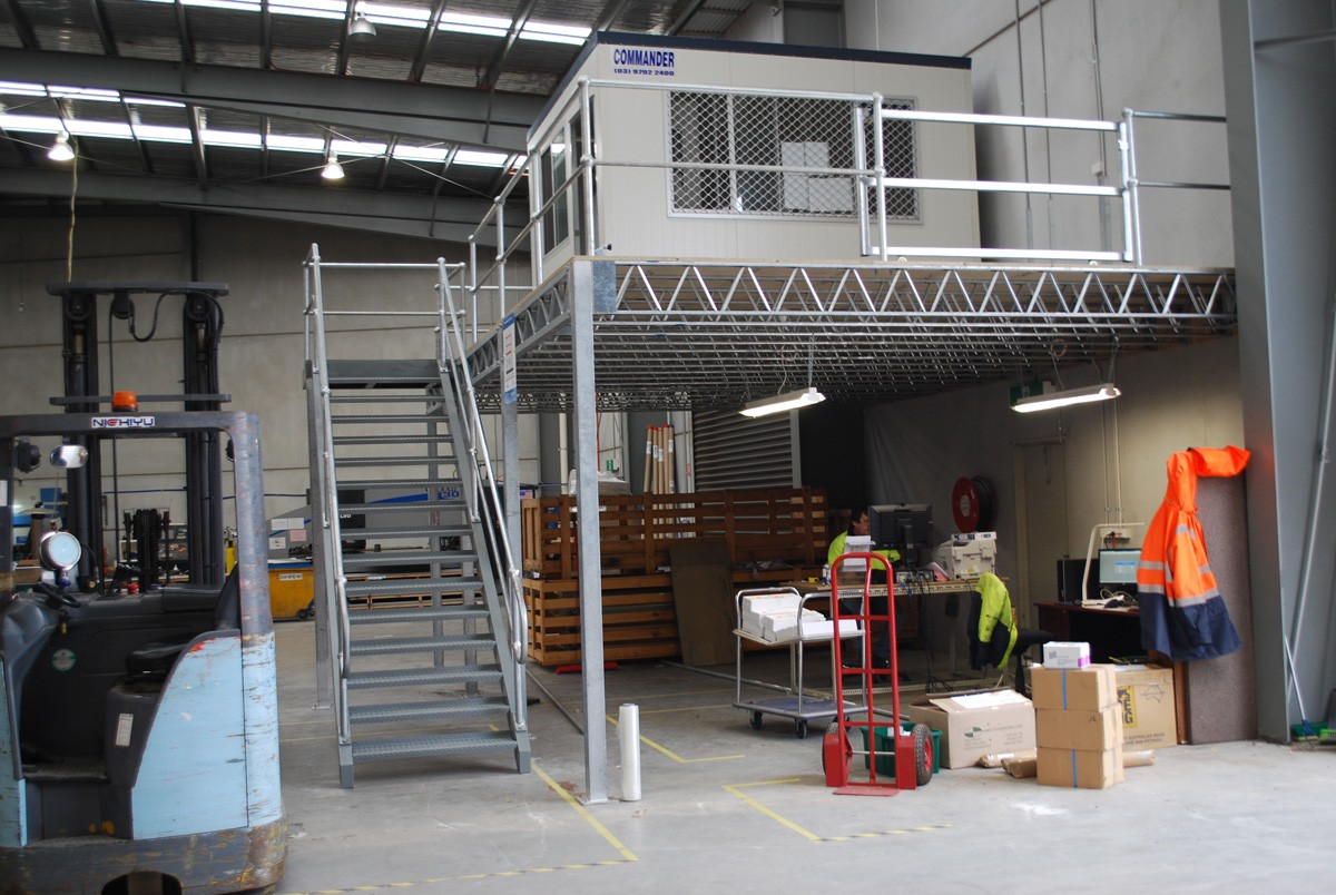 Raised storage area in a warehouse